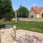 Brunnen und Niedrigseilgarten